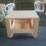 שולחן עץ קטן